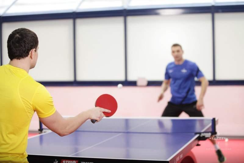Уроки игры в настольный теннис для начинающих в Москве: обучение взрослых от МультиСпорт
