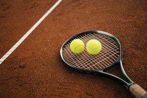 raquete-e-bolas-de-tenis